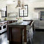 Необычное сочетание венге и металлик для современных кухонь
