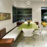 Оригинальное решение для современный кухни - необычный угловой диванчик