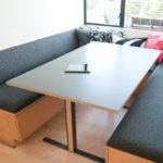 П-образный диван для кухни с местами для хранения