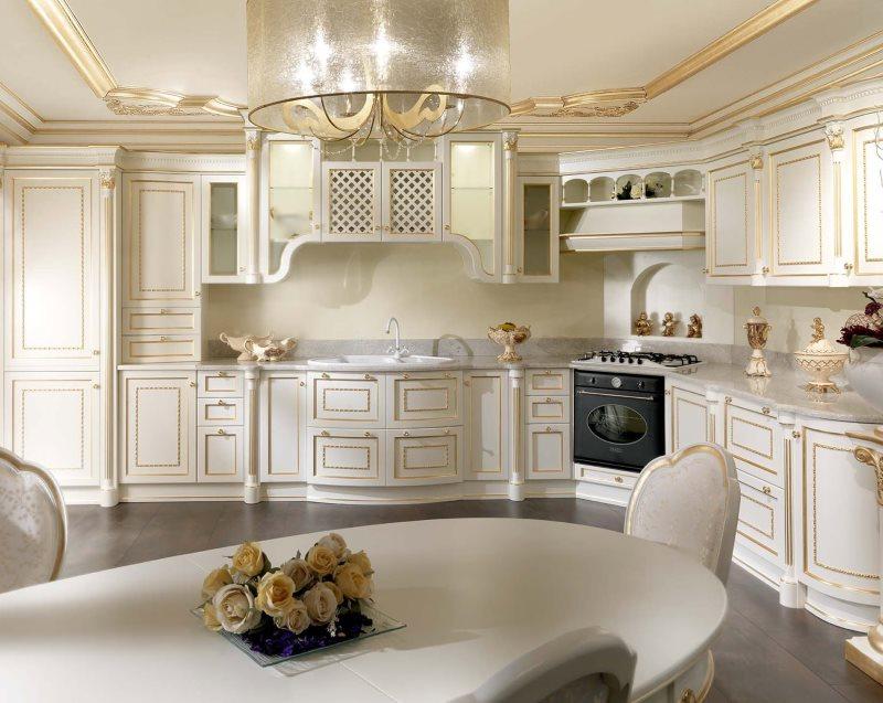 Позолоченные детали на кухонной мебели