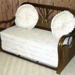 Раскладной миниатюрный диван из ротанга