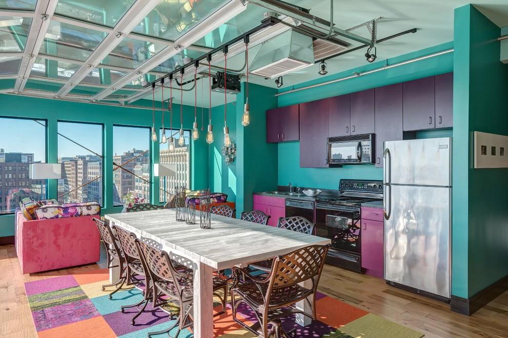 Кухонная мебель с фасадами фиолетового цвета разного оттенка