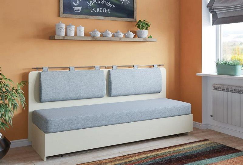Серая обивка мягкой подушки прямого дивана
