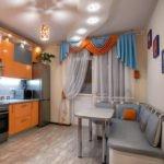 Серый кухонный уголок с удобными подушками под спину