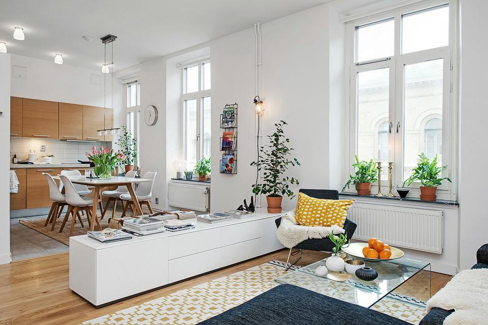 Оформление окон в кухне-гостиной скандинавского стиля
