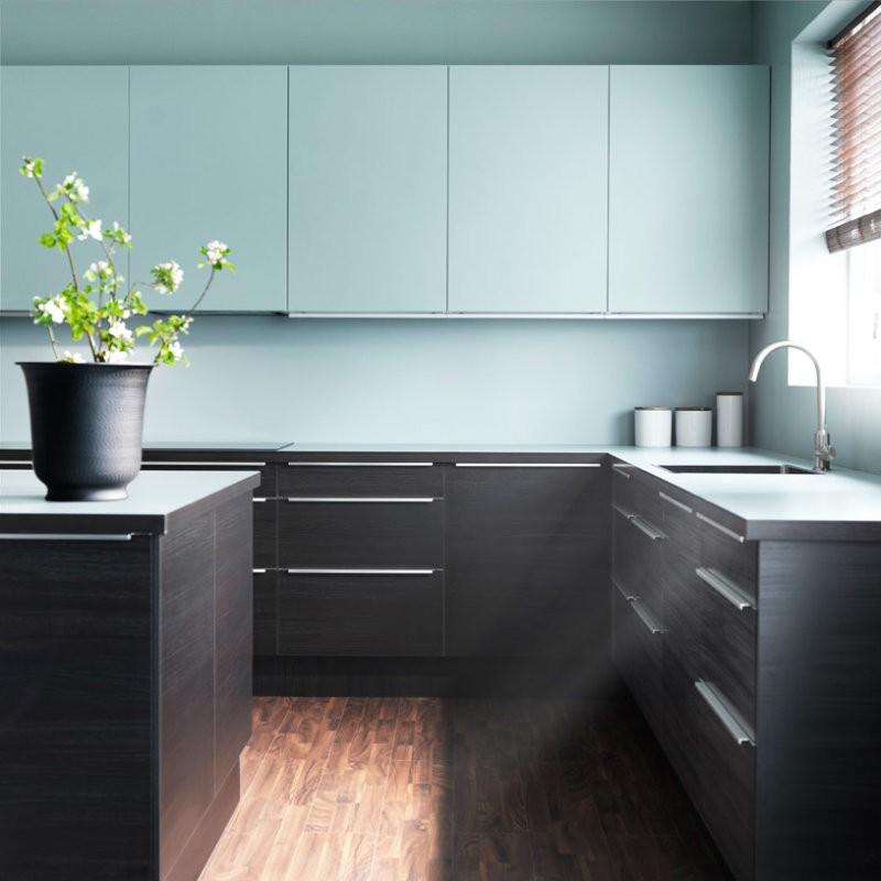 Интерьер бирюзовой кухни в стиле минимализма