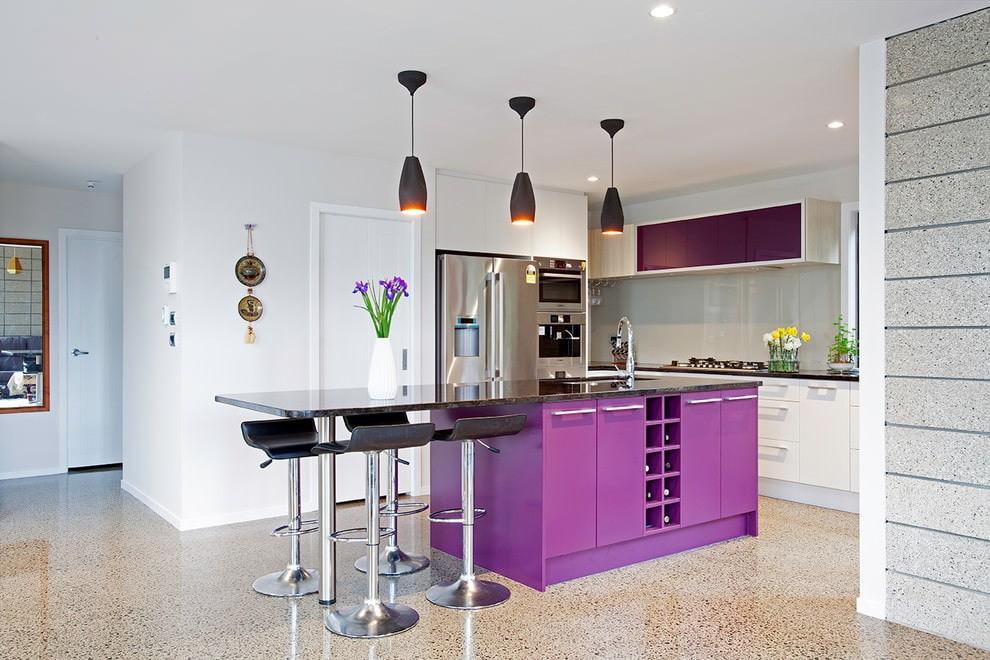 Дизайн фиолетовой кухни в стиле минимализма