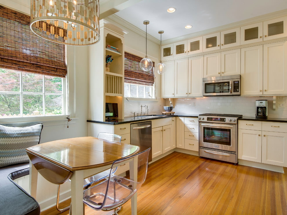 Кухонный столик с откидными крыльями