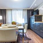 Светло-коричневый диван для стильной кухни