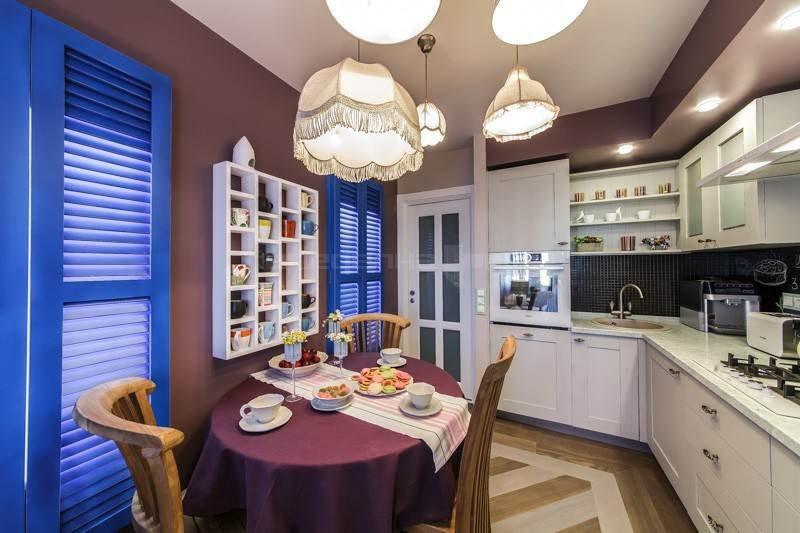 Овальный стол для обедов на кухне