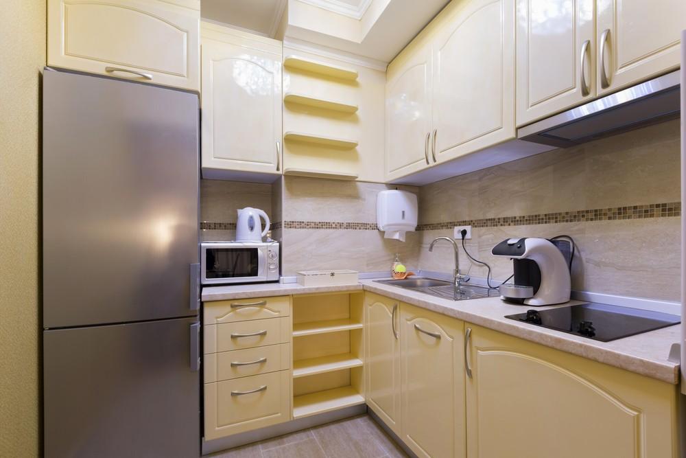 Двухкамерный холодильник с дверками из нержавеющей стали