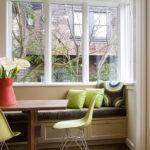 Уютный диванчик под окном на кухне
