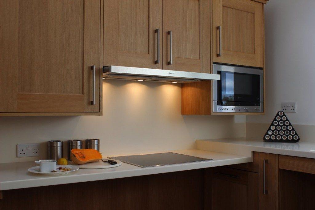Узкая модель кухонной вытяжки рециркуляционного типа