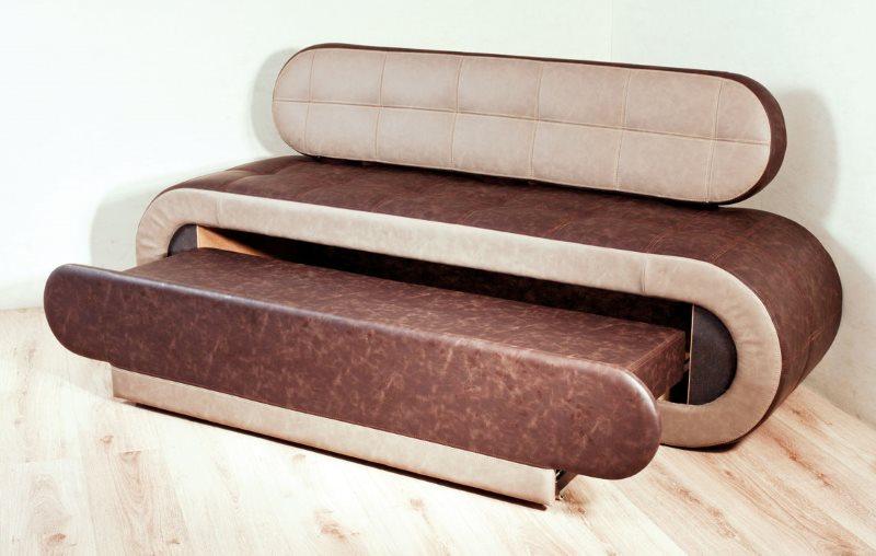 Прямой диван с выдвижным спальным местом для небольшой кухни