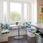 Встроенный кухонный диванчик П-образной формы