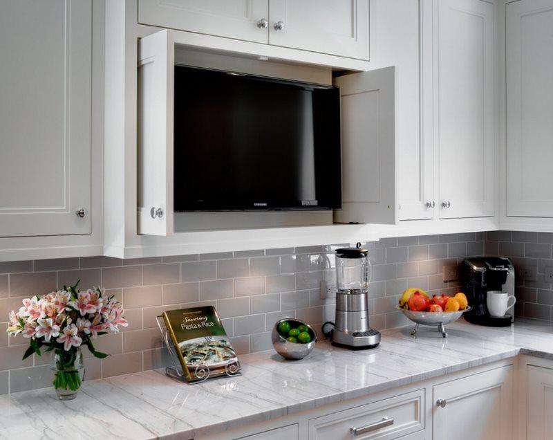 Кухонный шкаф со встроенным телевизором