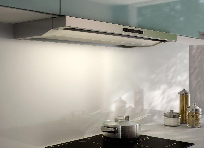 Узкая модель кухонной вытяжки без отвода воздуха