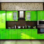 Яркие фасады делают эту кухню неповторимой