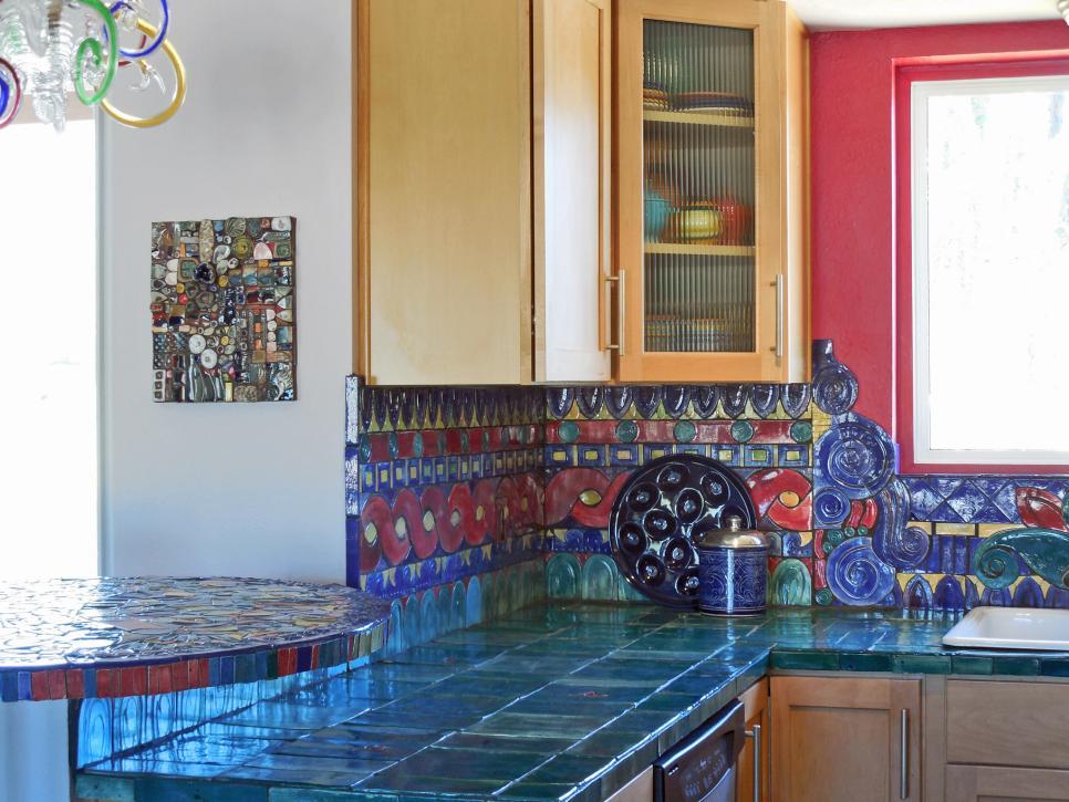 Кухонная столешница из темно-бирюзовой плитки