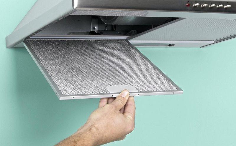 Кухонная вытяжка с металлическим фильтрующим элементом