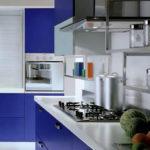 Небольшая сине-серая кухня