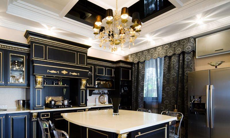 Белая столешница кухонного острова в классической кухне