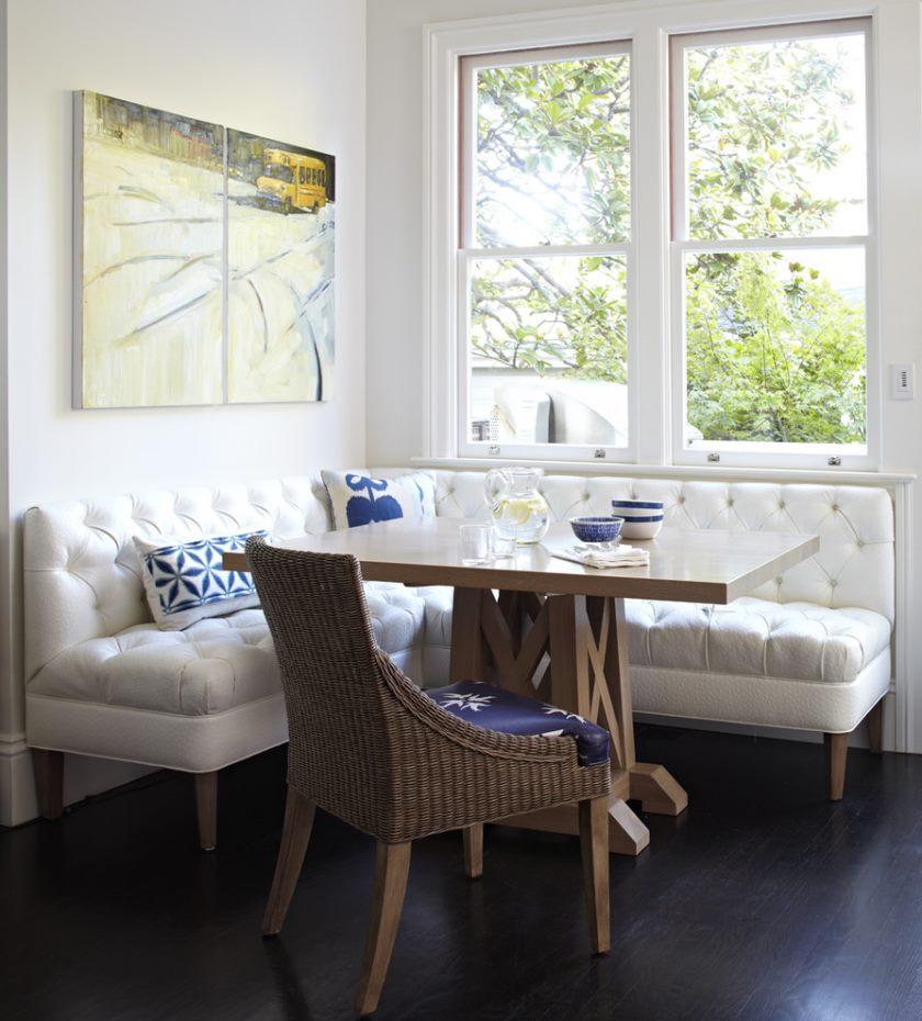 Белый кухонный уголок в частном доме