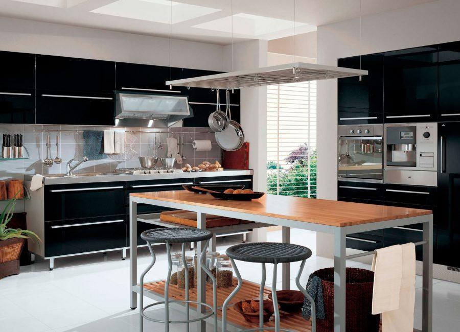 Белое напольное покрытие в кухне с черной мебелью