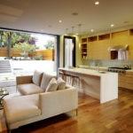 Бежевый раскладной диван для гостевой зоны на кухне