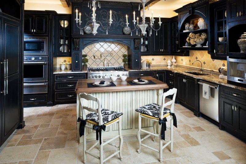 Черный гарнитур в кухне готического стиля