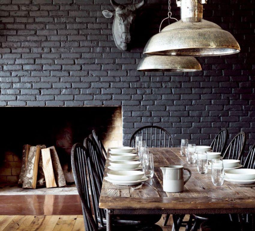 Деревянный обеденный стол на кухне в стиле лофт
