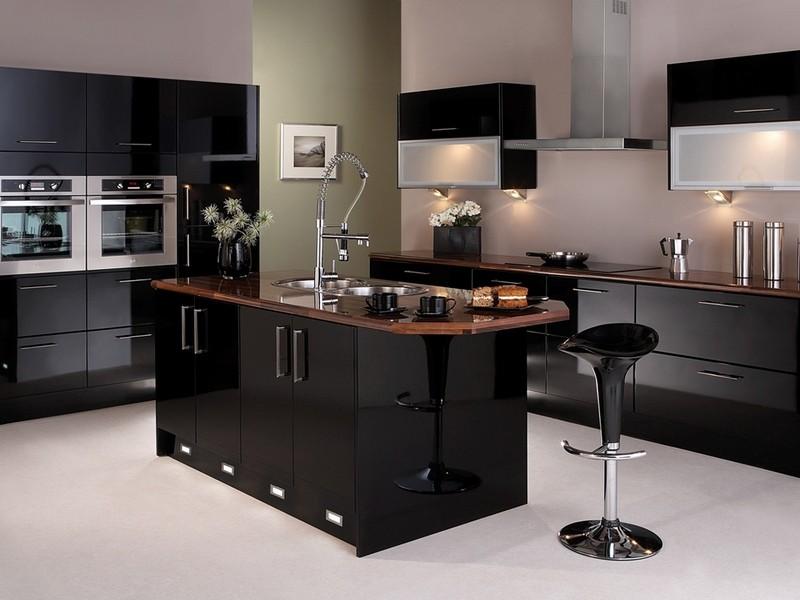 Черная кухня в стиле современного модерна с островом