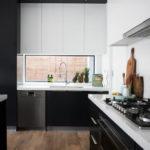 Черно белая кухня в стиле минимализма
