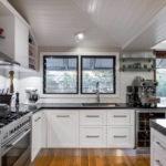 Кухонная мебель с каменными столешницами