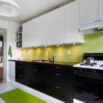 Зеленый фартук в интерьере кухни