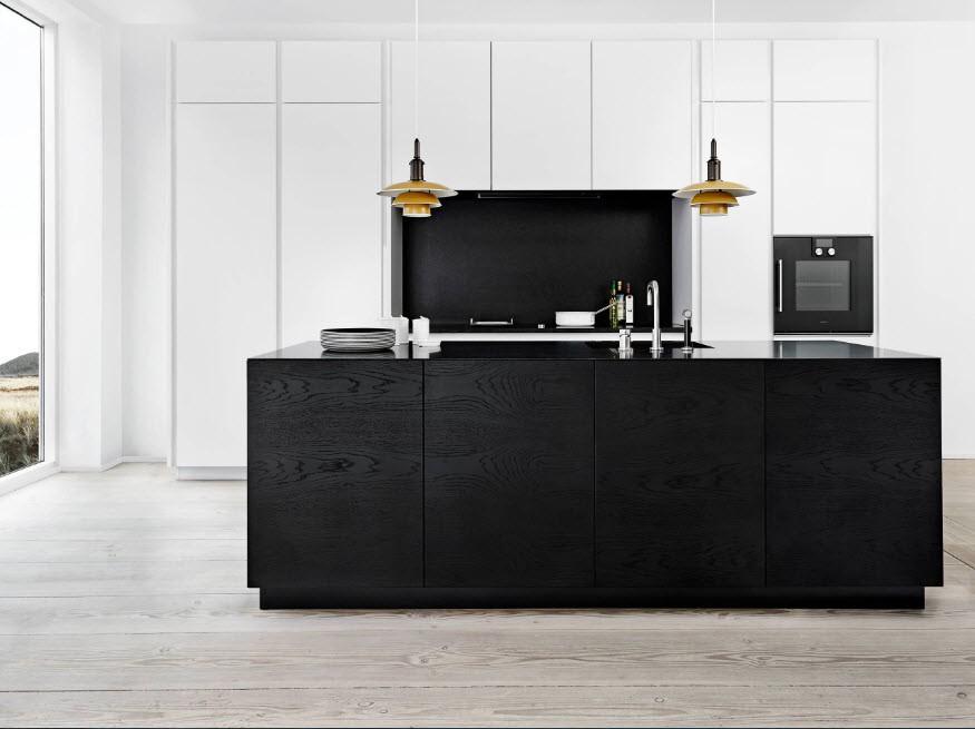 Черный остров в кухне с белым гарнитуром
