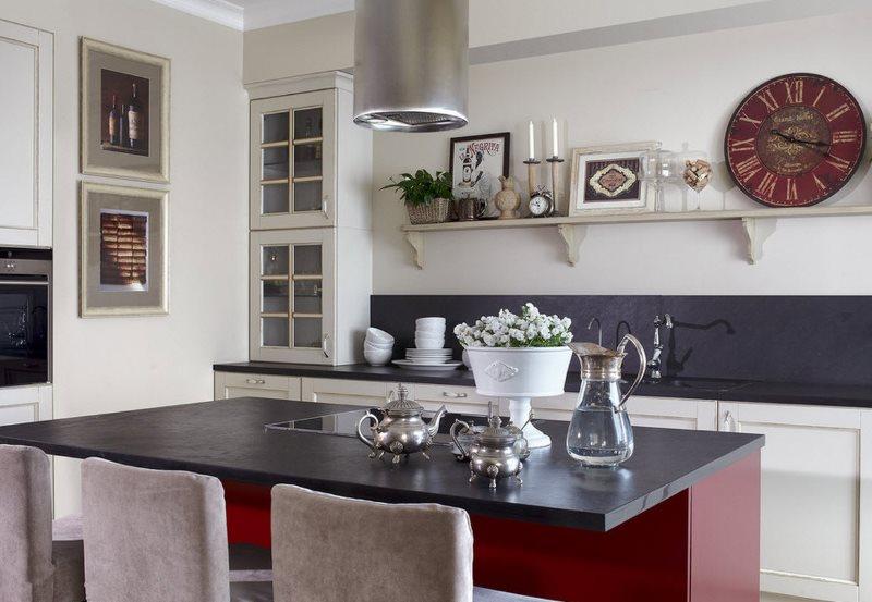 Декорирование стены кухни в стиле современной классики