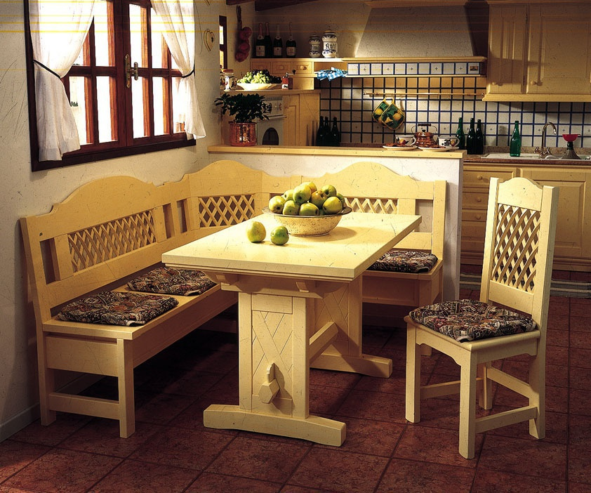 Кухонный уголок на деревянном каркасе