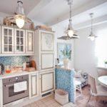Дизайн кухни в стиле прованс с диваном