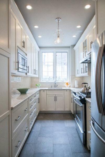 Светлые тона для узкой кухни