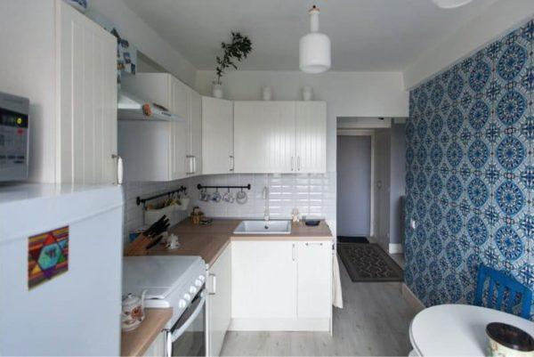 Обои синие в интерьере кухни