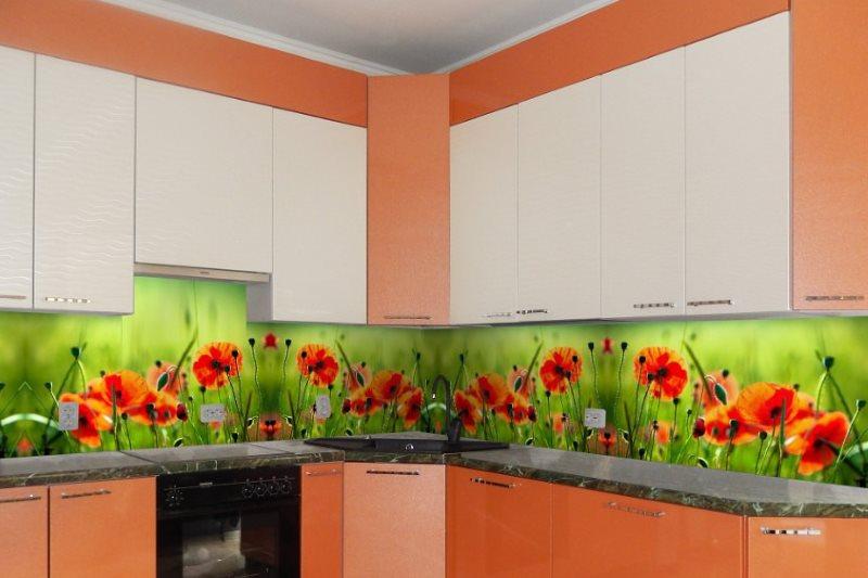 Фартук с фотопечатью на кухне с оранжевым гарнитуром