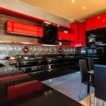 Подвесные шкафы с красными дверками