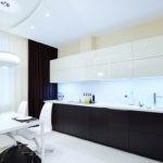 Черные шторы и белая вуаль на окне кухни