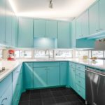 П-образная кухня голубого цвета