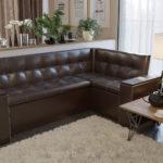 Угловой диван с кожаной обивкой для кухни