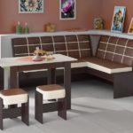 Коричневая мебель на белом полу