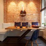 Кирпичная стена в маленькой кухне