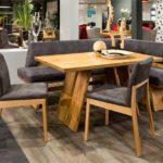 Деревянная мебель с мягкими подушками серого цвета