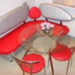 Стеклянный столик круглой формы